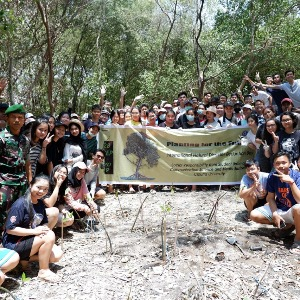 "Seri Pengabdian Masyarakat: Tanggung Jawab Sosial Universitas ""Planting For The Future 3.0"""